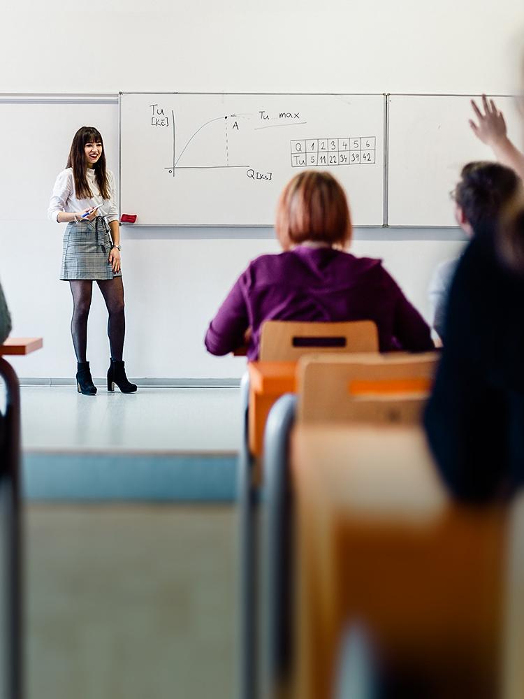 FIS pomáhá s online výukou na středních školách
